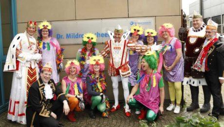 Kölner Dreigestirn und Mitarbeiter des Zentrums für Palliativmedizin
