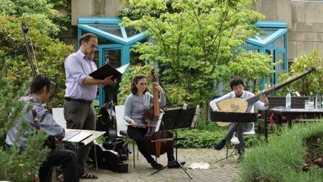 Musiker im Garten des Dr. Mildred Scheel Hauses
